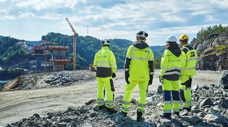 Inspection of the construction of the Trysfjord bridge, the world's largest, balanced concrete cantilever bridge of its kind. It is located on E39 Kristiansand west - Mandal east. (Photo: Bård Gudim)